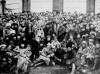 Trotsky y Lenin en Petrogrado, rodeados de soldados. 1921